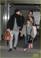 Jude Law Jets to Japão With the Kids