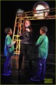 Julianne Moore: 'Freckleface' Mamarazzi Performance! - julianne-moore photo