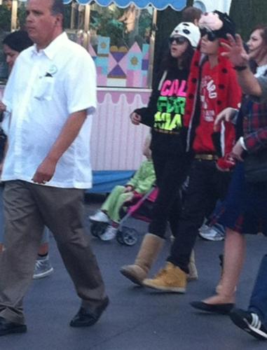Justin Bieber & Selena in Disneyland Valentines jour