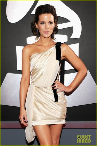 Kate Beckinsale - Grammys 2012 Red Carpet