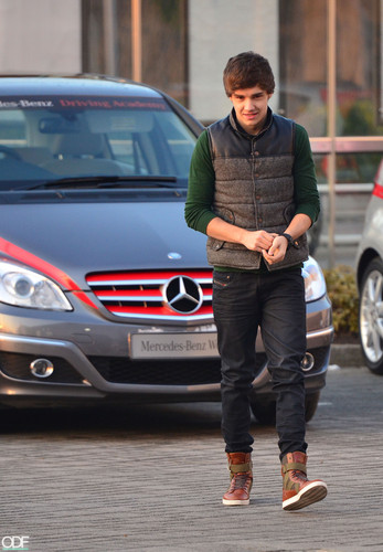 Liam at his first driving lesson! ♥