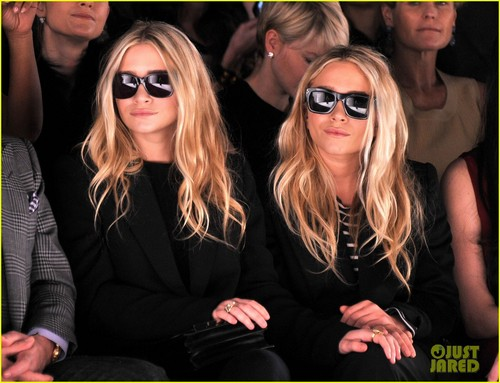 Mary-Kate & Ashley Olsen: Front Row at J. Mendel!
