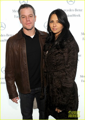 Matt Damon: Naeem Khan Fashion 显示 With Luciana!
