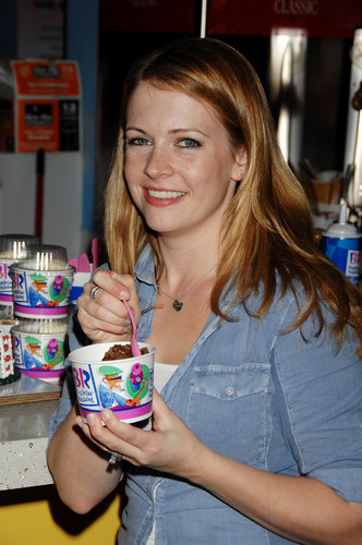 Melissa Joan Hart Hintergrund with a canned Essen titled Melissa Joan Hart