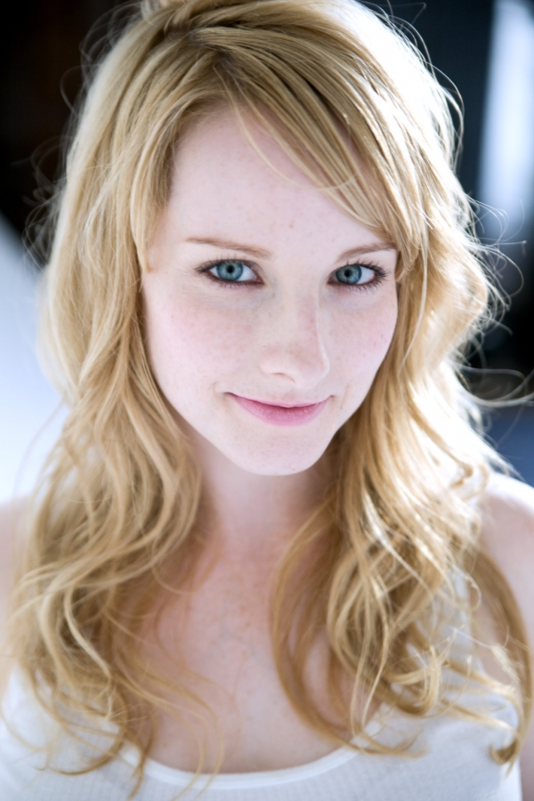 Melissa Rauch Images Melissa Rauch Hd Wallpaper And Background