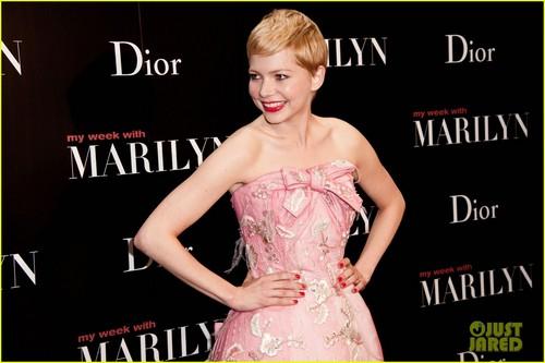 Michelle Williams: 'My Week With Marilyn' Paris Premiere!
