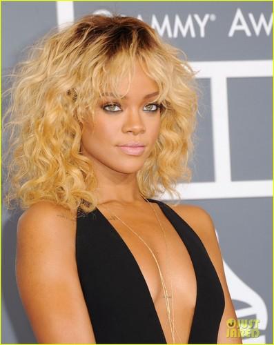 리한나 - Grammys 2012 Red Carpet