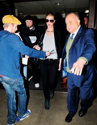 Rosie Huntington-Whiteley Arrives @ LAX Airport – Feb. 14th, 2012
