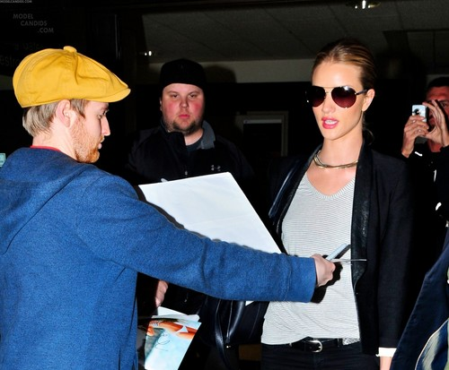Rosie Huntington-Whiteley Arrives @ LAX Airport – Feb. 14th, 2012