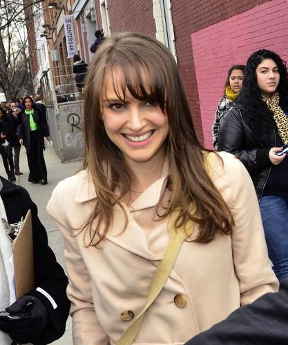 Strolling after a fashion 表示する during Mercedes-Benz Fashion Week, NYC (February 14th 2012) > New Add