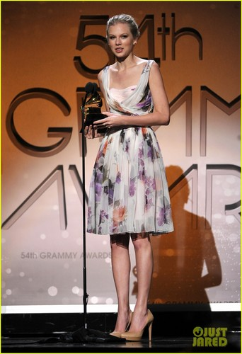 Taylor Swift - Grammys 2012