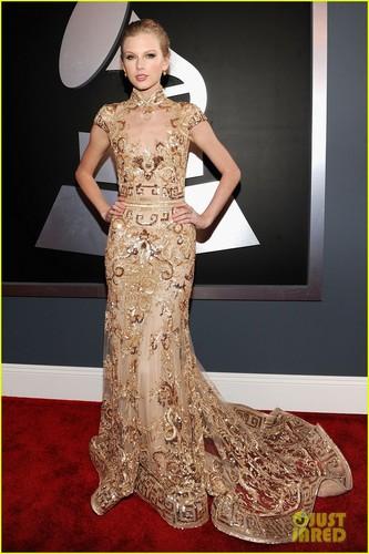 Taylor cepat, swift - Grammys 2012