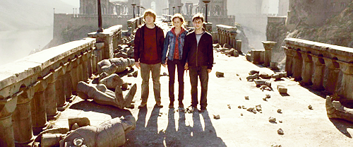 Harry Potter achtergrond probably containing a snowbank, a street, and a ski resort called The Golden trio