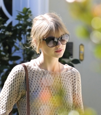 Taylor Swift wallpaper probably containing sunglasses and a blouse called 16.02 - Leaving a friend's house in Brentwood, CA
