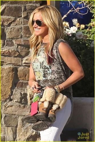 Ashley Tisdale & Martin Johnson: Valentine's dia Getaway