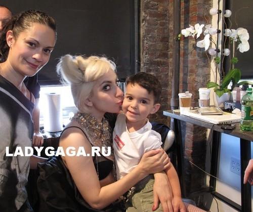 "Gaga before the ""Supreme"" photoshoot"