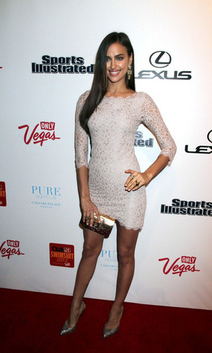 """Irina Shayk - """"Sports Illustrated"""" 水着 in Las Vegas - (16.02.2012)"""