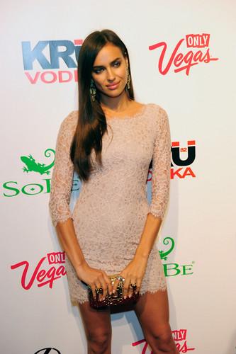 """Irina Shayk - """"Sports Illustrated"""" maillot de bain in Las Vegas - (16.02.2012)"""