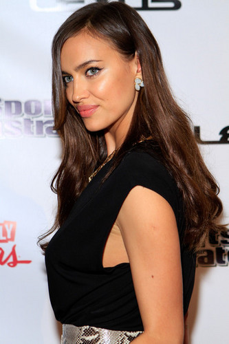 """Irina Shayk - """"Sports Illustrated"""" on Location hosted kwa HAZE - (15.02.2012)"""