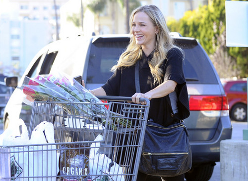 Julie Benz Hits Bristol Farms With A Smile (January 17)