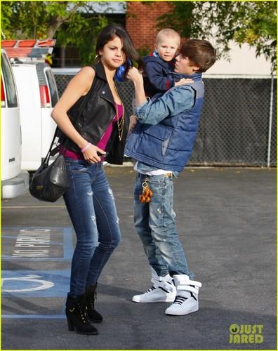 Justin Bieber & Selena Gomez: Benihana Buddies