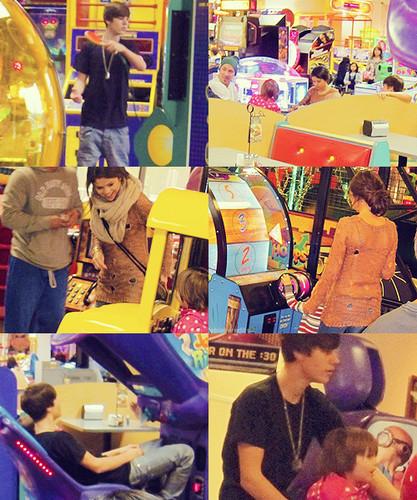 Justin,jeremy,jazzy & selena :)