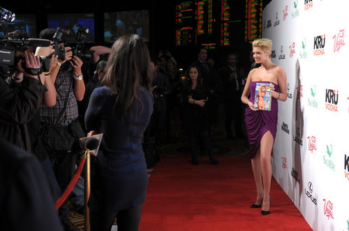 """Kate Upton - """"SI"""" সাঁতারের পোষাক Hosted দ্বারা PURE Nightclub - (16.02.2012)"""