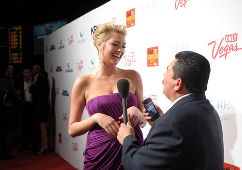 "Kate Upton - ""SI"" baju renang Hosted sejak PURE Nightclub - (16.02.2012)"