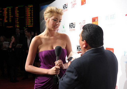 "Kate Upton - ""SI"" traje de baño Hosted por PURE Nightclub - (16.02.2012)"