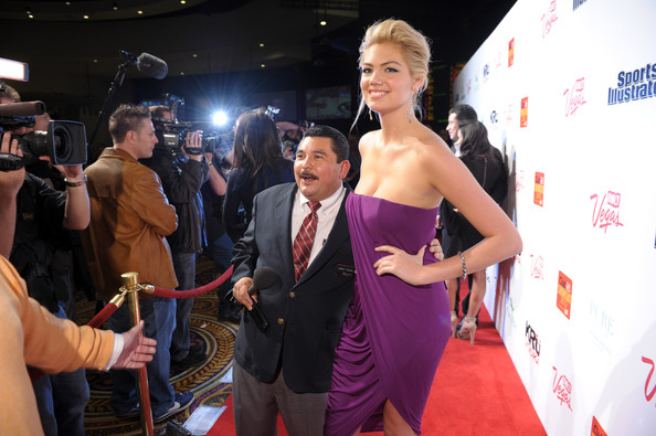 "Kate Upton - ""SI"" badeanzug Hosted Von PURE Nightclub - (16.02.2012)"