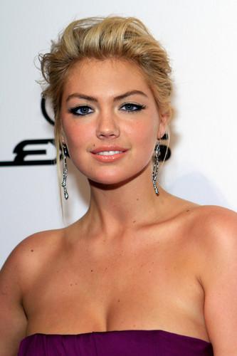 "Kate Upton - ""SI"" swimsuit Hosted sa pamamagitan ng PURE Nightclub - (16.02.2012)"