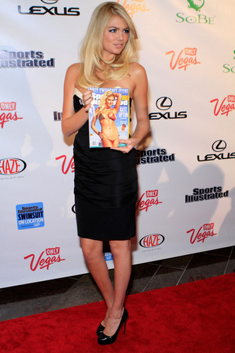 "Kate Upton - ""Sports Illustrated"" on Location hosted kwa HAZE - (15.02.2012)"