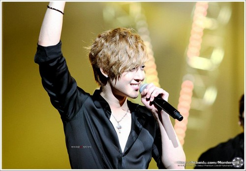 Ким Хён Джун Обои probably containing a концерт called Kim Hyun Joong