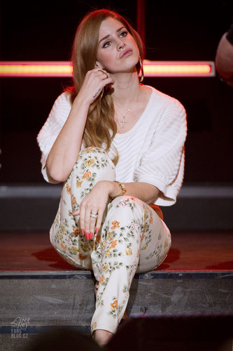 Lana Del Rey @ Le Grand Journal in Paris, France (Jan 30)