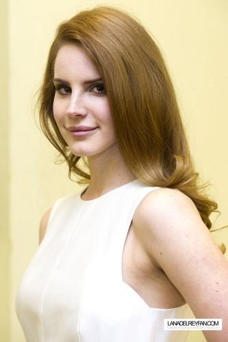 Lana Del Rey Portraits سے طرف کی Charles Sykes