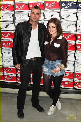 Lucy Hale 壁纸 containing a hip boot and a pantleg, 裤裤 called Lucy Hale: 匡威 Cutie