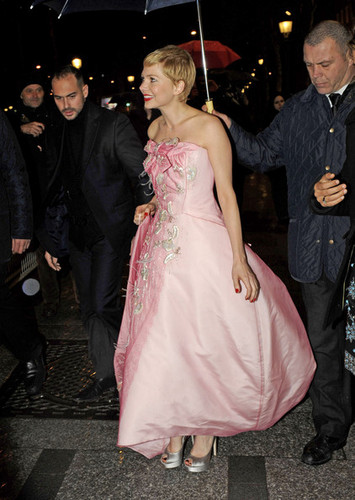 "Michelle Williams - ""My Week with Marilyn"" / Paris Premiere - (15.02.2012)"