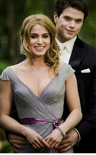 New BD still of Rosalie & Emmett!