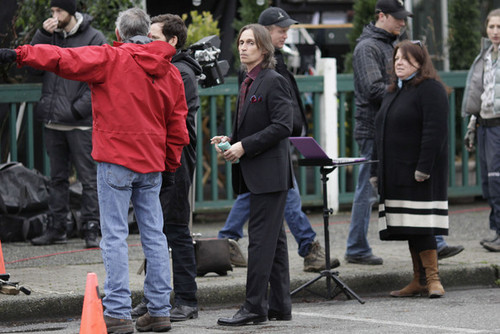 Robert Carlyle On The Set Of Once Upon A Time