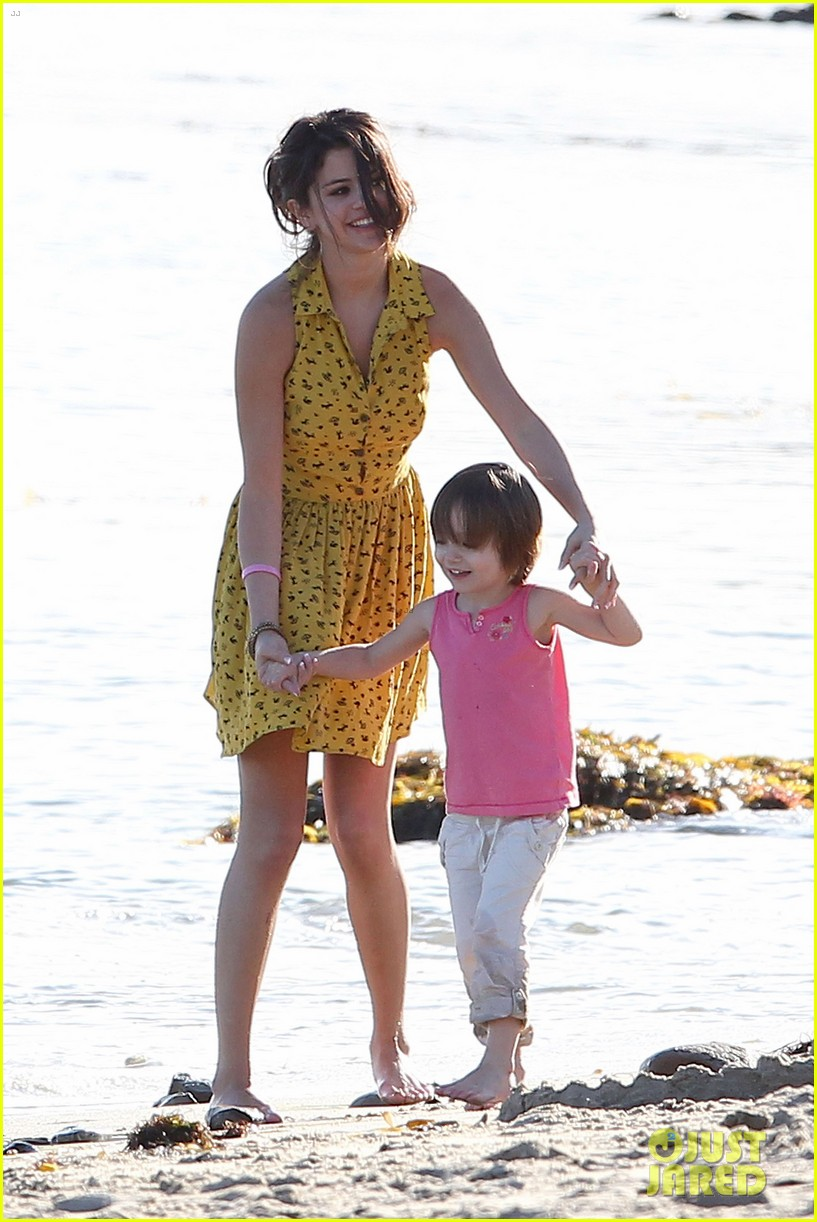 Selena Gomez Hits the pantai With Justin Bieber's Family