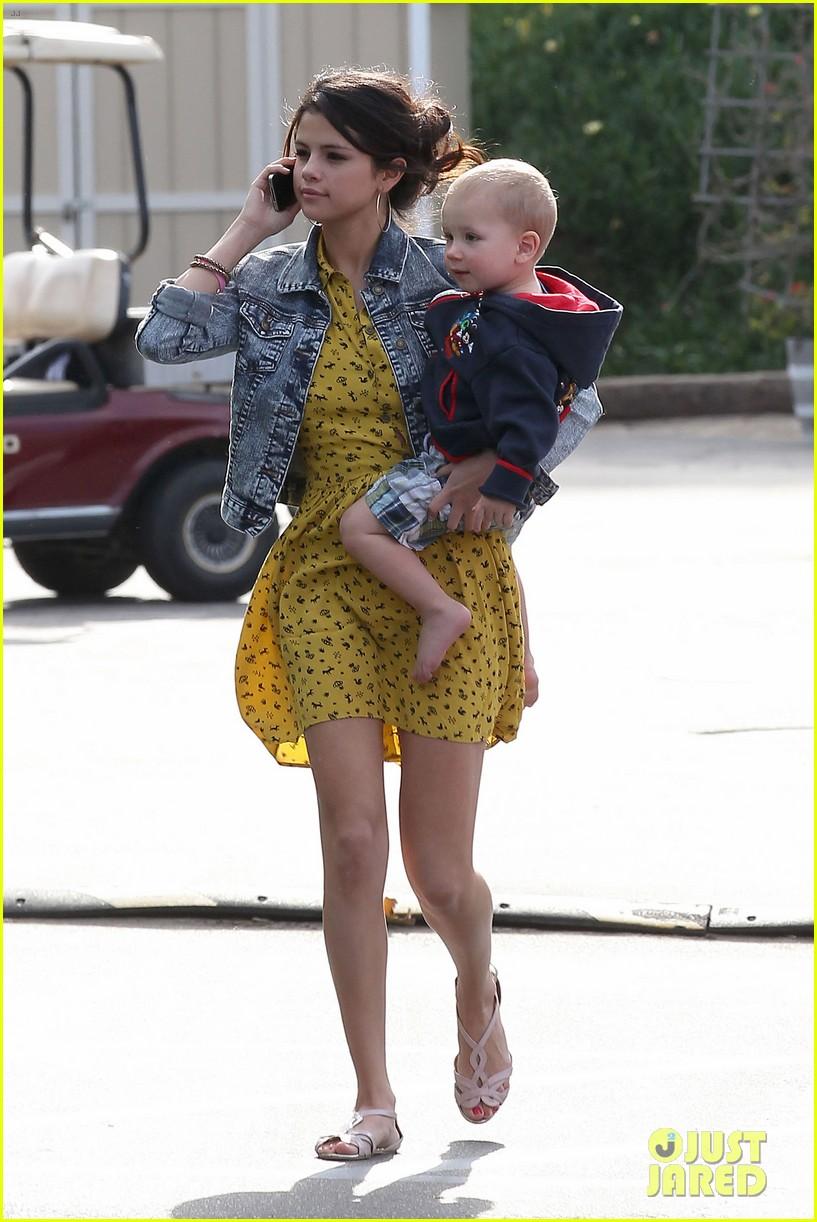 Selena Gomez Hits the пляж, пляжный With Justin Bieber's Family