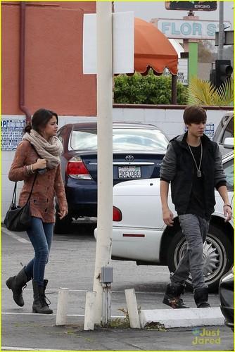 Selena Gomez & Justin Bieber: iHop Breakfast datum