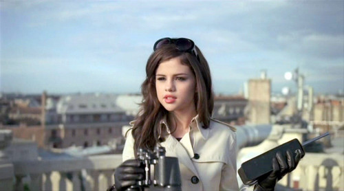 Selena Gomez Round And Round