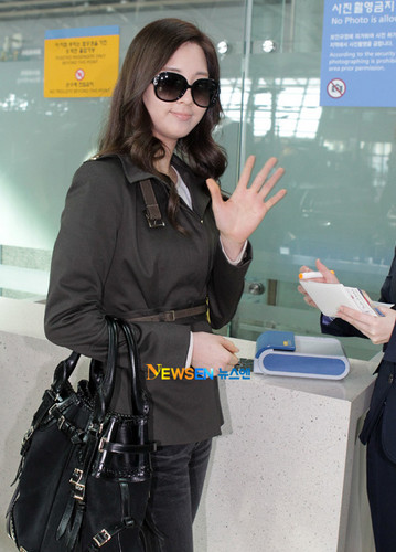 Seohyun at airport to london