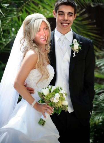 Maria Sharapova wallpaper with a bridesmaid and a business suit called Sharapova and Vujacic wedding