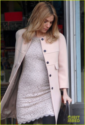 Sienna Miller: Baby Bump on 'Case of You' Set!