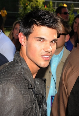 taylor lautner fondo de pantalla titled TAYLOR LAUTNER NOMINATED FOR KIDS' CHOICE AWARD