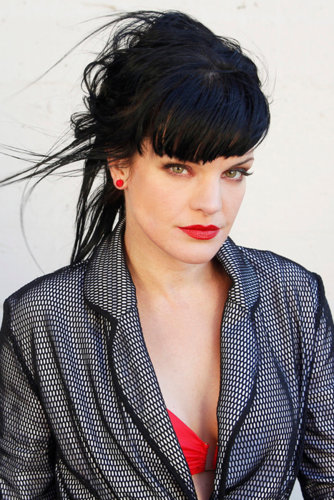 Pauley Perrette wallpaper probably with a well dressed person called Viva Magazine Photoshoot