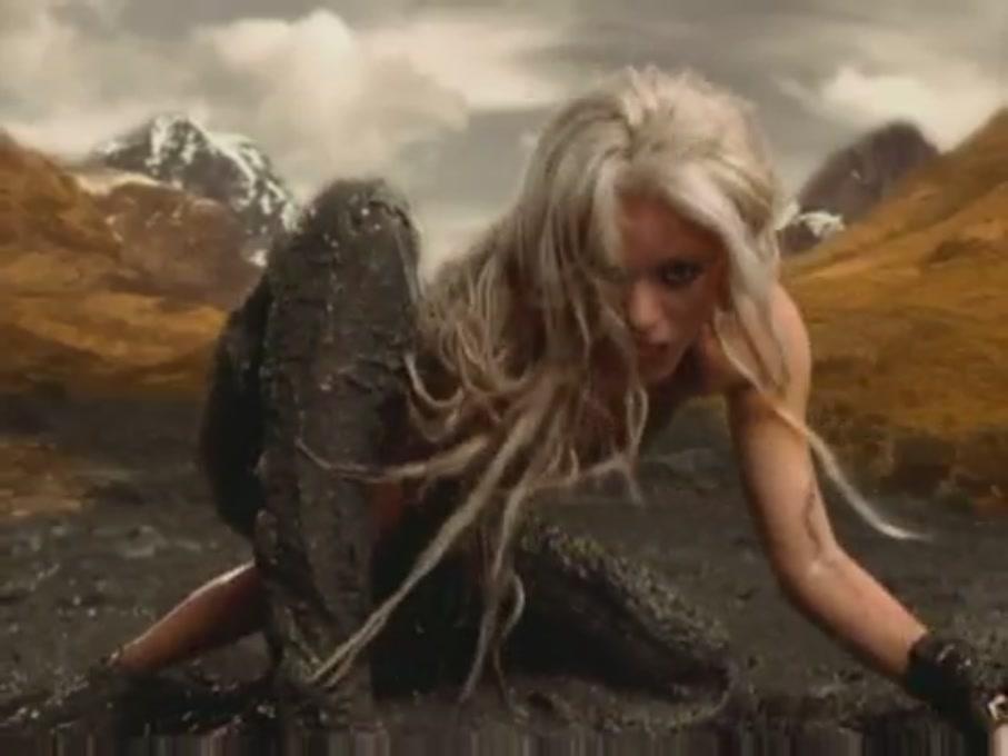 Shakira Whenever, Wherever [Music Video]
