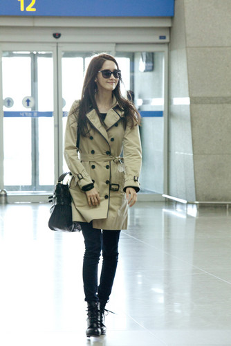 Yoona @ Airport Pictures - from burberry